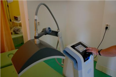 Bolesti léčí v Hornické poliklinice v Ostravě nově oxidem uhličitým  i mikrovlnnou diatermií